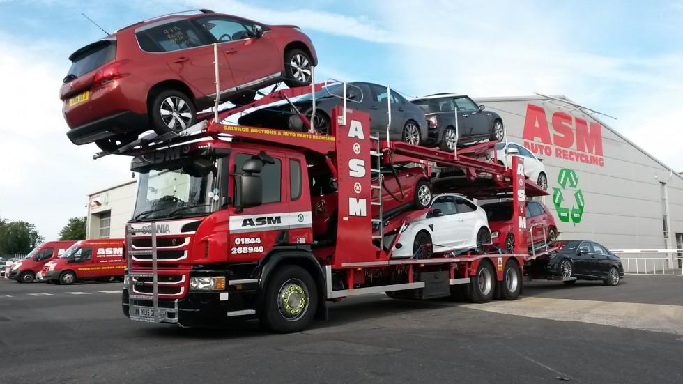 Scrap car transporter vehicle