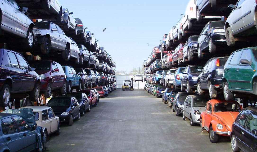 Salvage vehicle storage