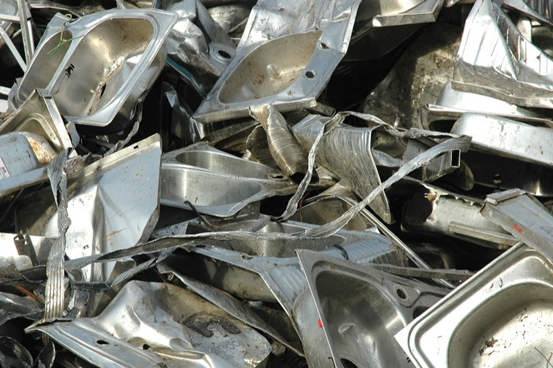 Stainless steel scrap including kitchen sinks